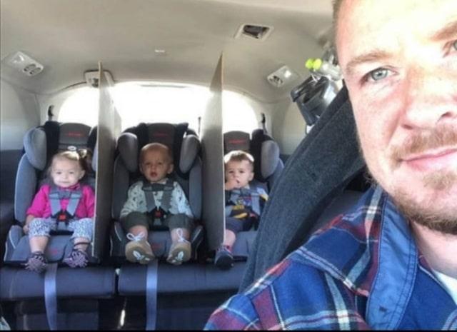 папа и дети в автомобиле