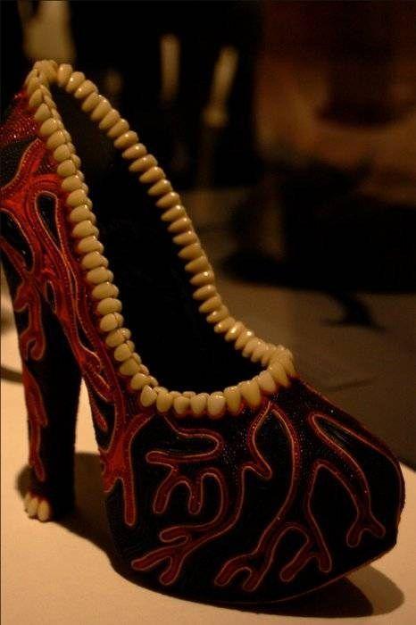 женские туфли с зубами