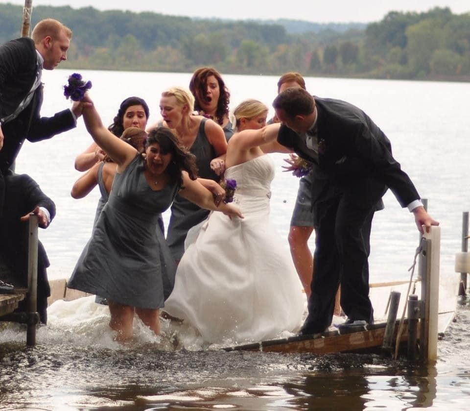 свадебная фотосессия возле воды