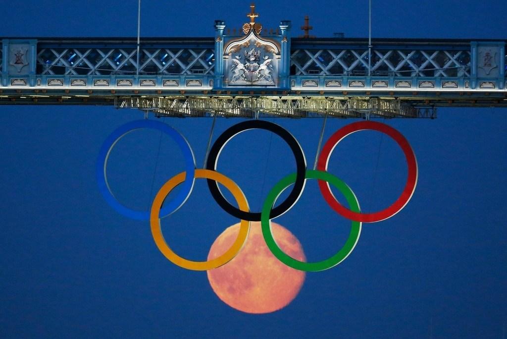 луна и кольца олимпиады