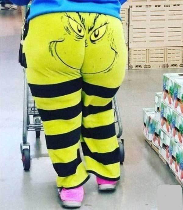 женщина в полосатых штанах