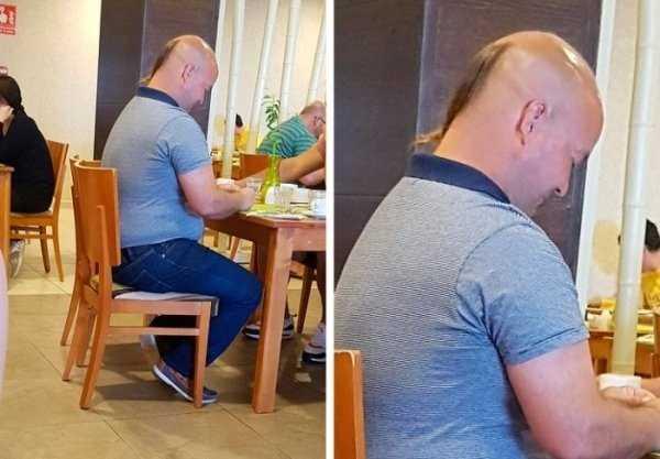 бритоголовый мужчина с хвостиком на затылке