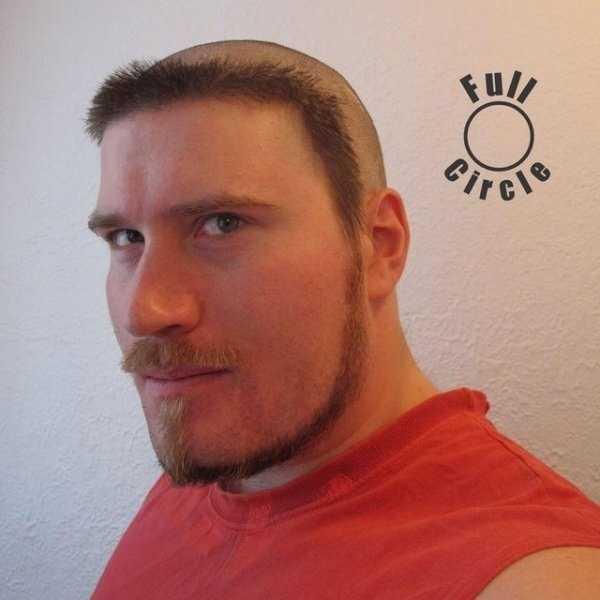 парень с волосами вокруг головы