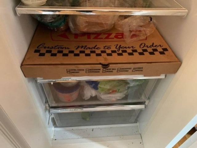 коробка пиццы в холодильнике
