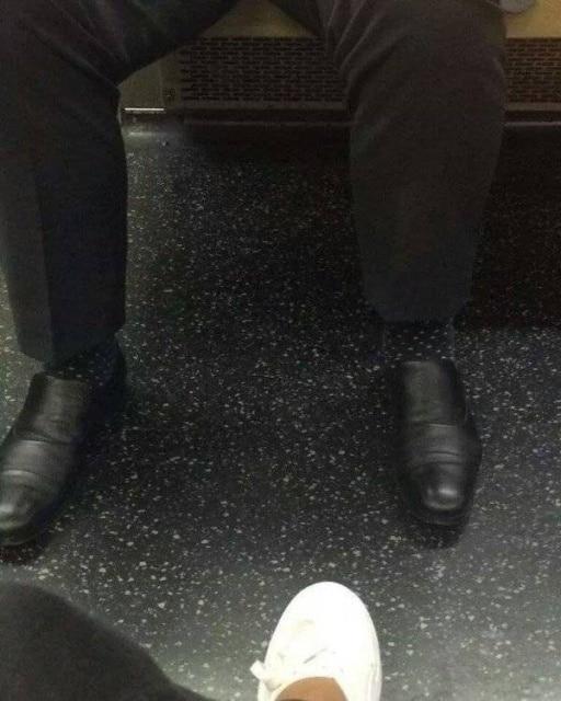 пол и носки
