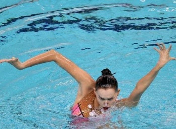 спортсменка в воде