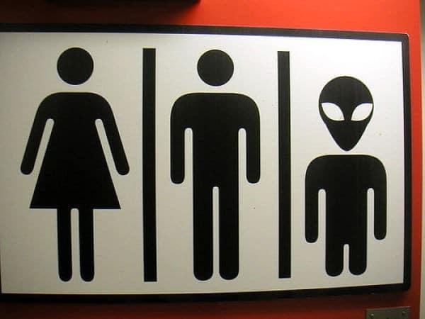 табличка в виде трех человечков