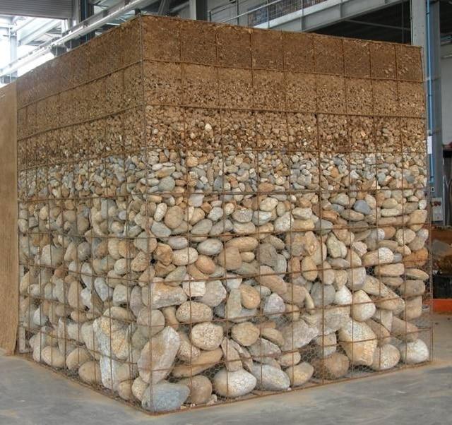камни и песок