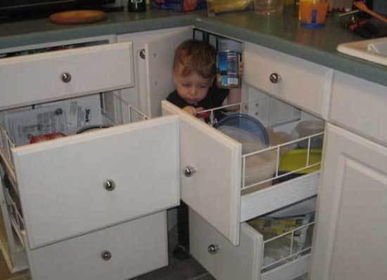 мальчик в кухне
