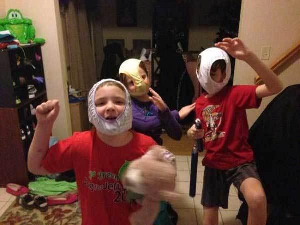 дети с трусами на голове