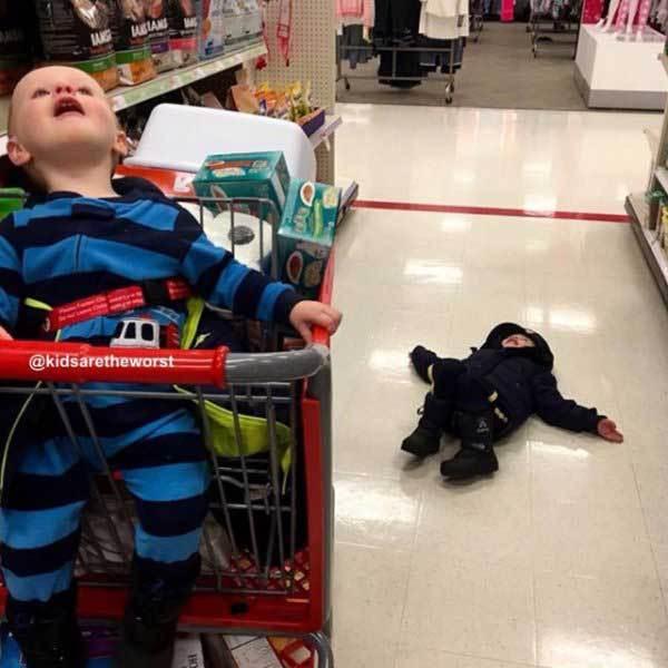 дети в супермаркете