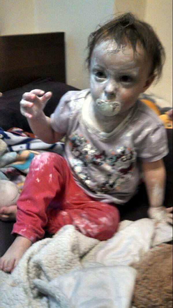 ребенок с пустышкой во рту