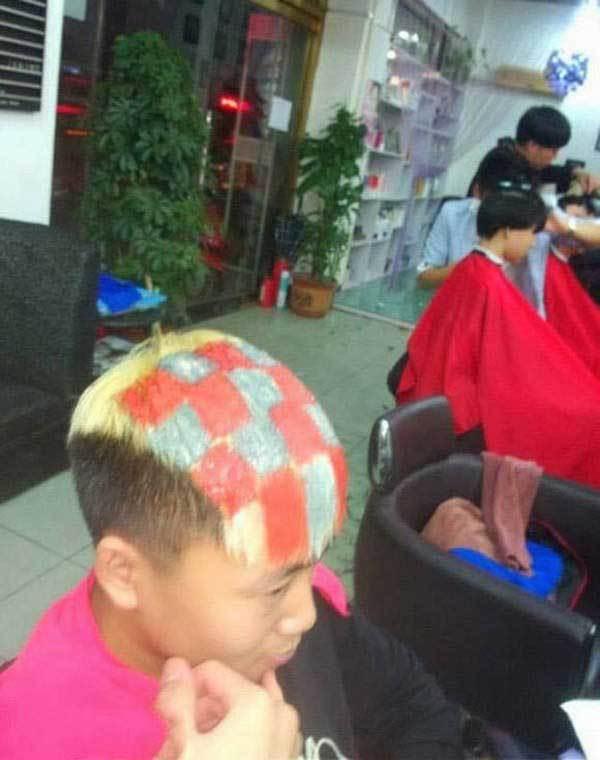 парень с крашенными волосами