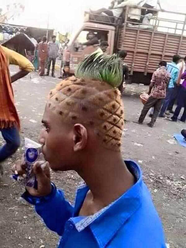 парень с прической под ананас