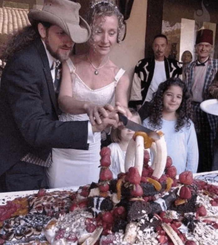 странный десерт на свадьбе