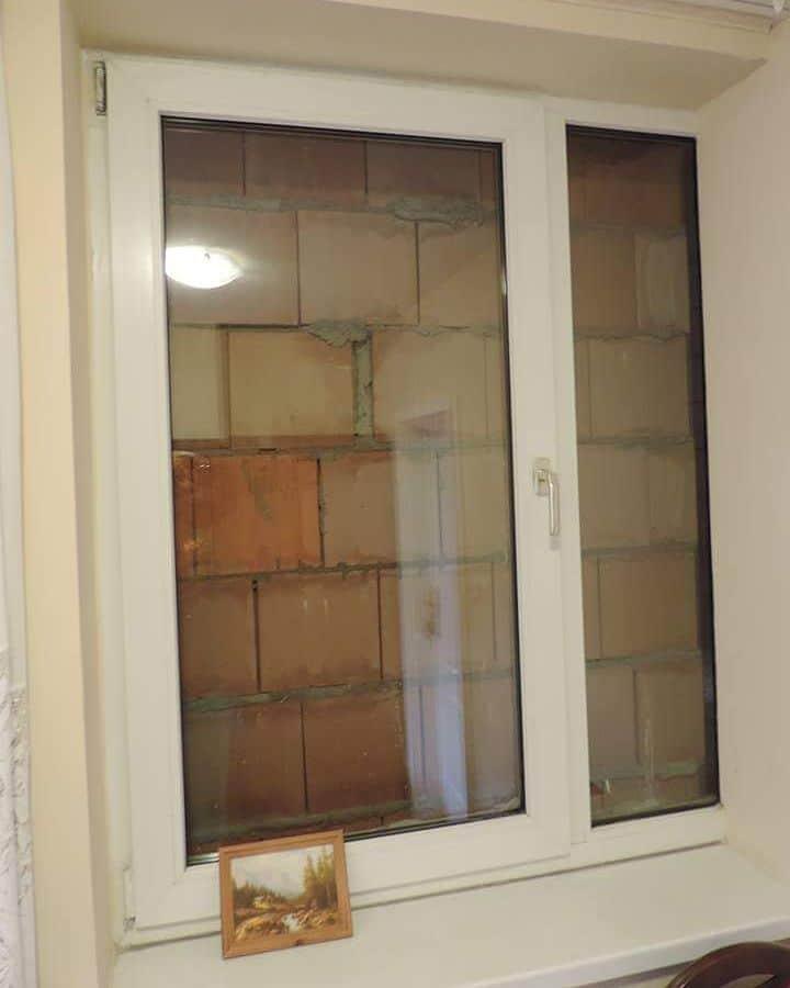 кирпичи и окно