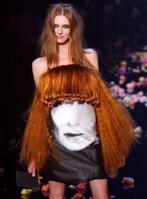 странное женское платье