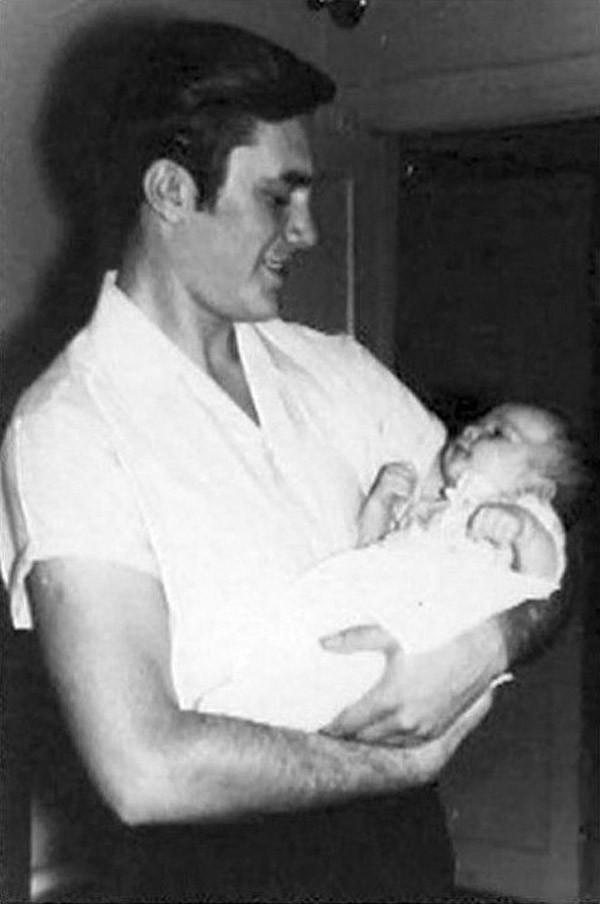 виктор янукович с сыном на руках