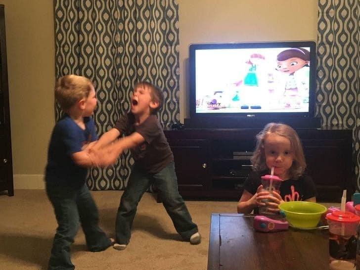 два мальчика и девочка