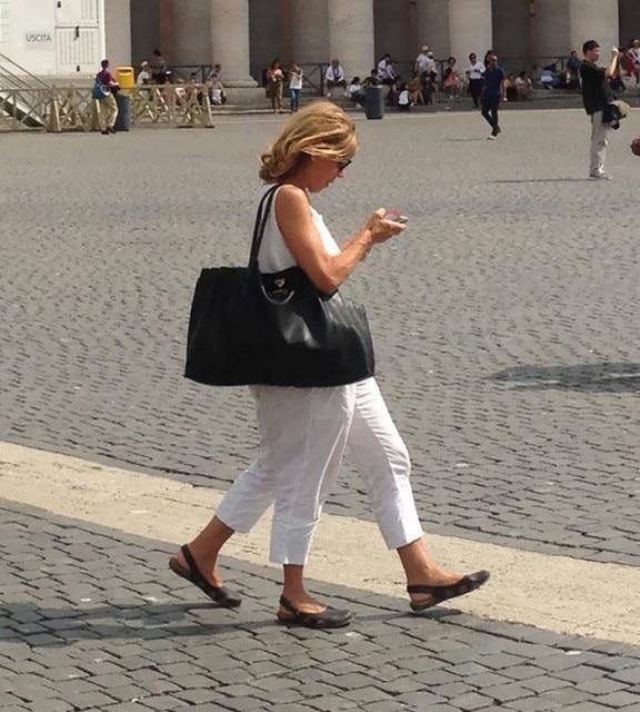 женщина с сумкой