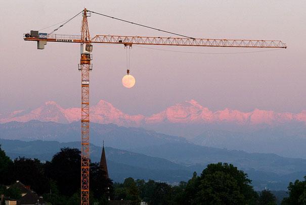 кран и луна