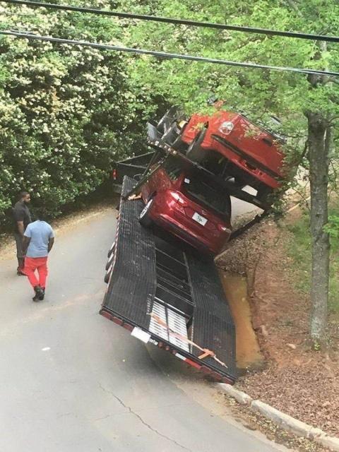 машина перевернулась на повороте