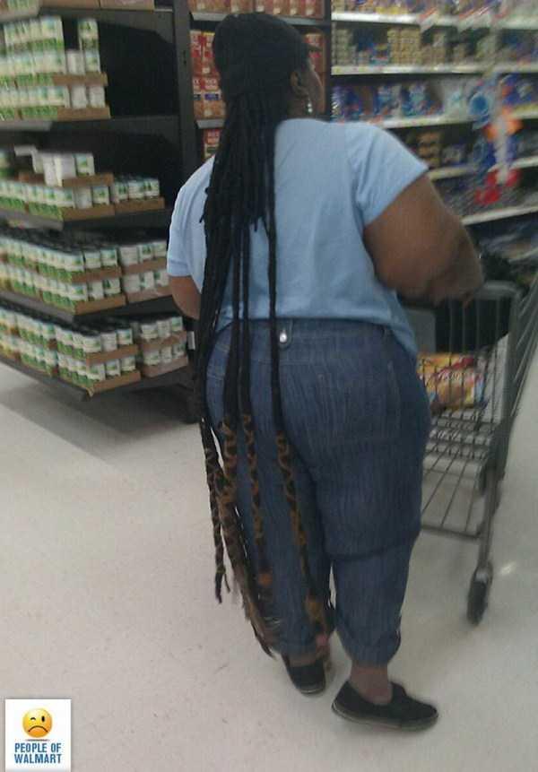 чернокожая женщина в супермаркете