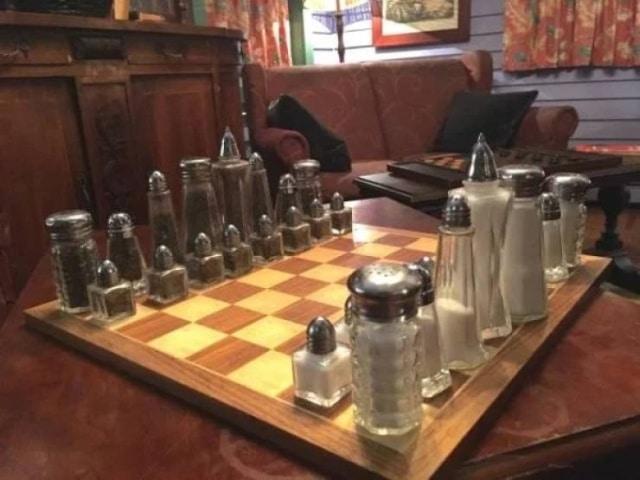 шахматы из кухонной утвари