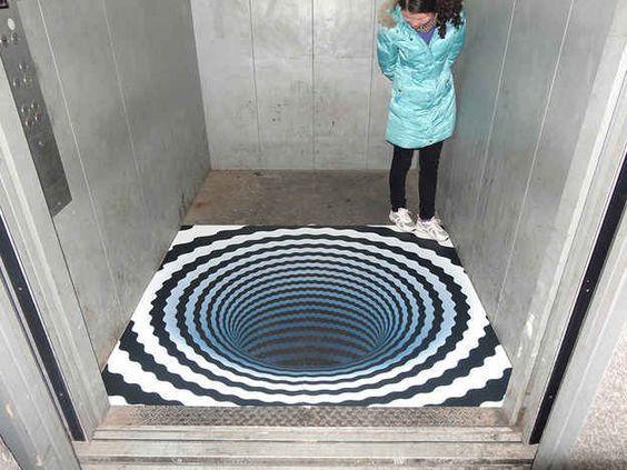 иллюзия внутри лифта
