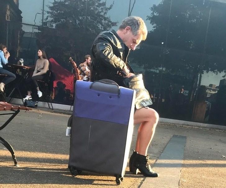 мужчина с женскими ногами