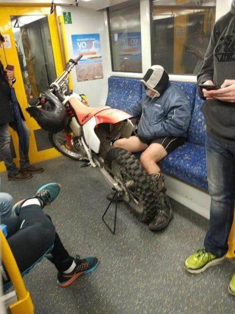 мотоцикл в метро