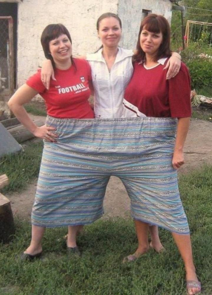 женщины в огромных штанах