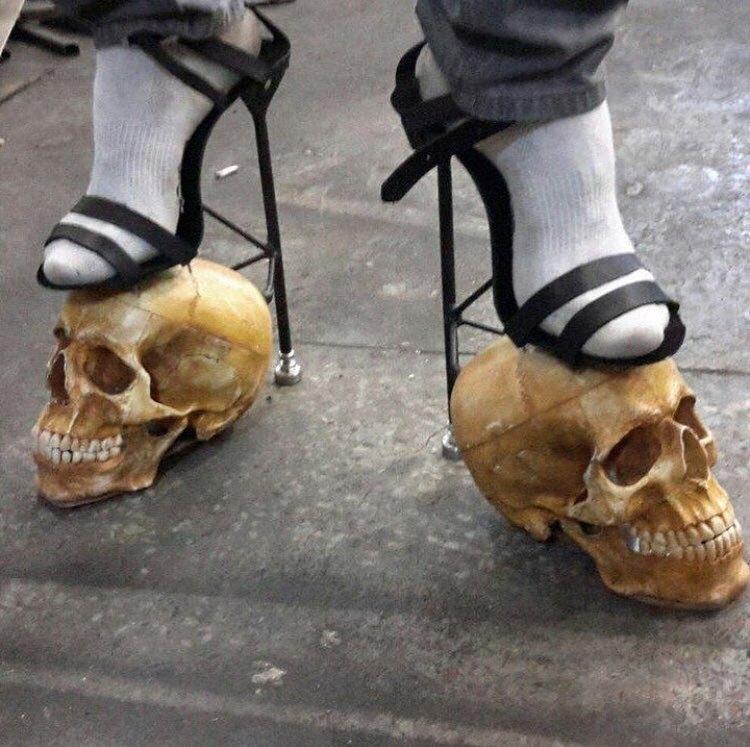 странные женские туфли