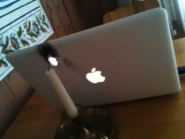 свеча подожгла ноутбук