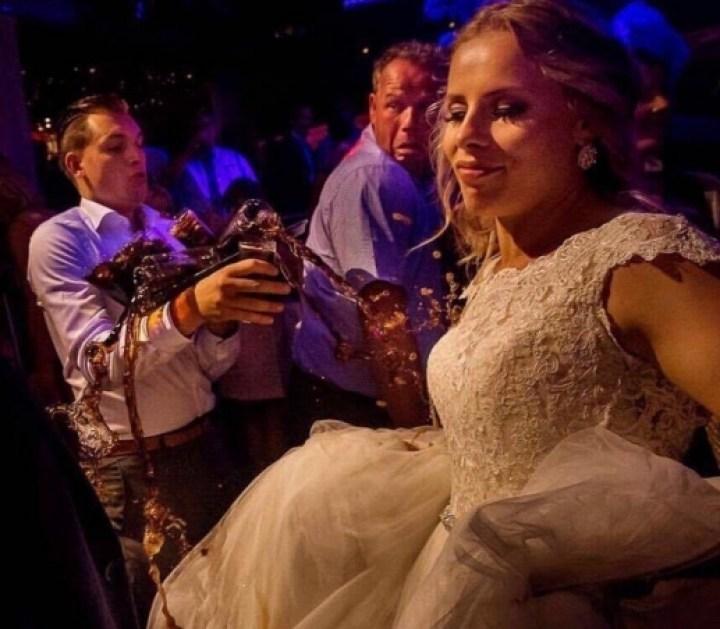 невеста и официант