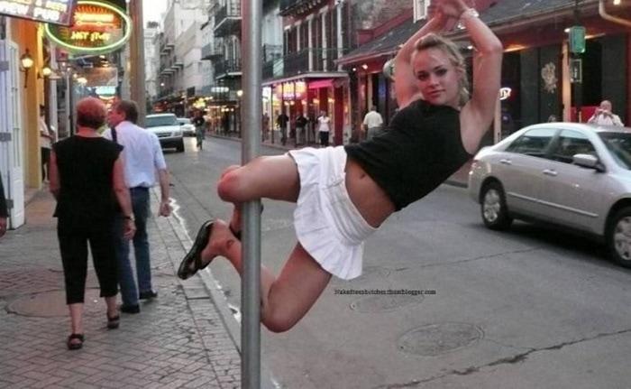 11 фотографий девушек, которые ведут себя весьма странным образом! Приколы,девушки,фото,юмор